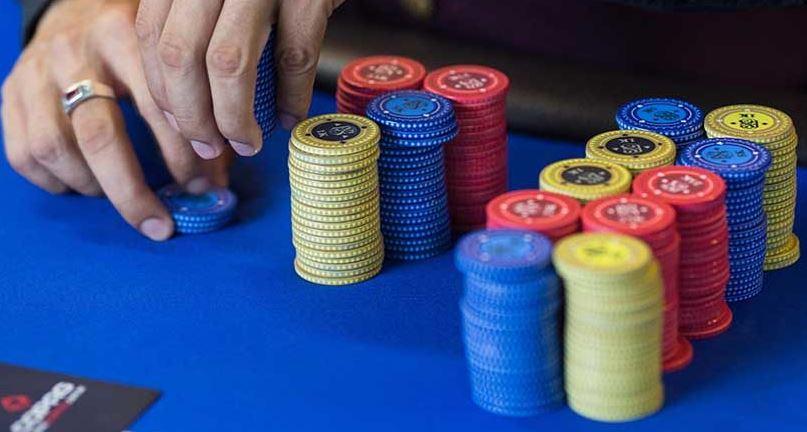 live chat poker